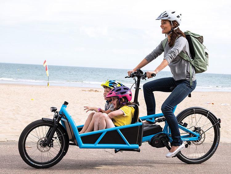 交通事情を考えると日本では難しいが、ヨーロッパではカーゴバイクに子どもを乗せたり、荷物を運んだりするのにもe-bikeが活躍しているという
