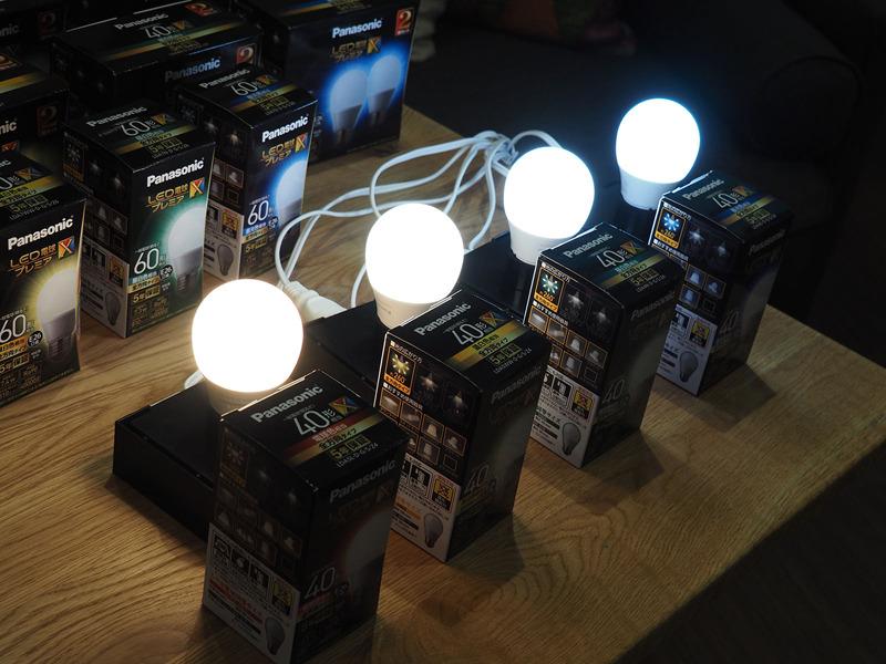 プレミアXは一般的なシリカ電球とほぼ同じ大きさというコンパクトさと設置性の高さ、そして演色性の高さが特徴