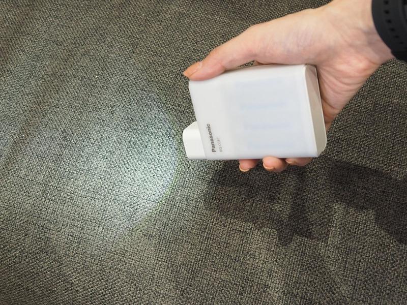 付属のライトとUSB端子に装着することで懐中電灯のようにも利用できる
