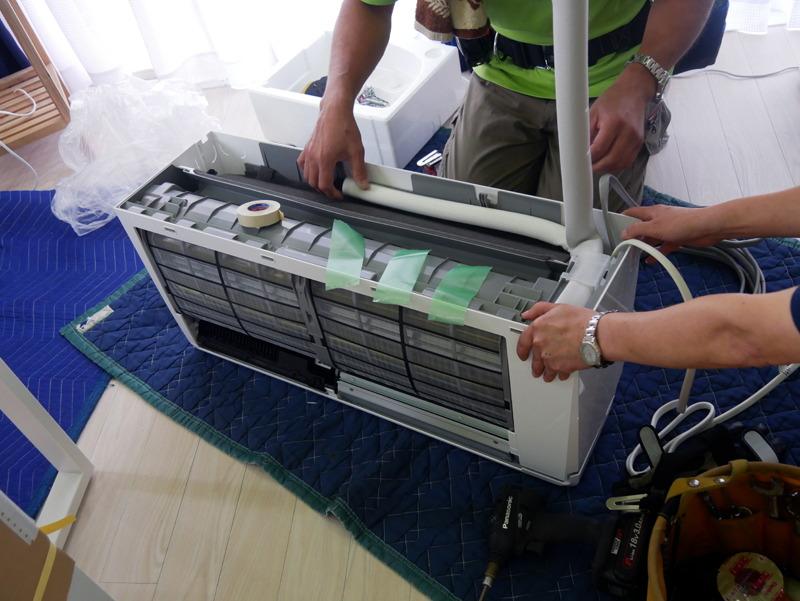 工事業者によると、東芝のエアコンは取り付けしやすいとのこと。短時間で設置は終了しました