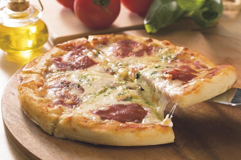 生地からの手作りピザも、薪窯の仕上がりに近い香ばしさに仕上がるという