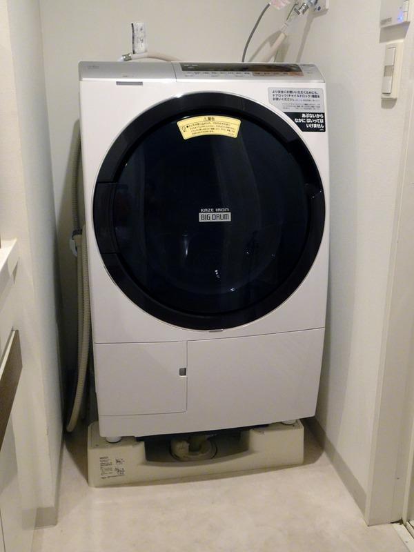 ドラム式洗濯乾燥機「ビッグドラム BD-SX110C」。スッキリとしたシンプルで落ち着いたデザインで、どんなサニタリー空間にも違和感なく調和するはず
