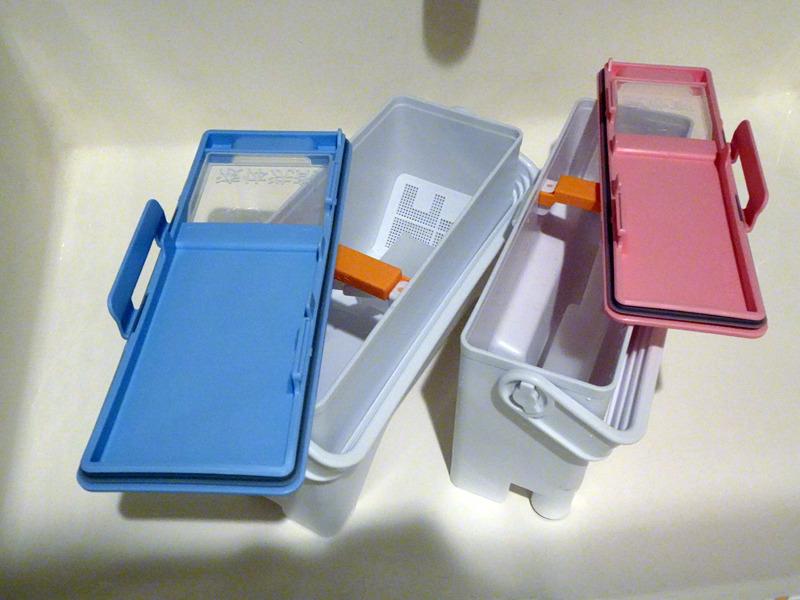 洗剤タンクはフタを丸ごと取り外すことができ、中も広口なので洗いやすい