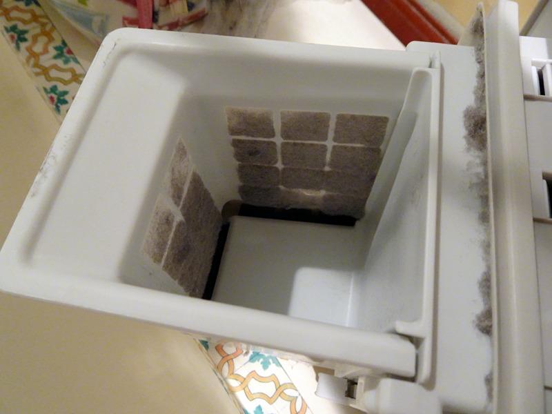 乾燥機使用後の乾燥フィルター。内側にはホコリがビッシリ