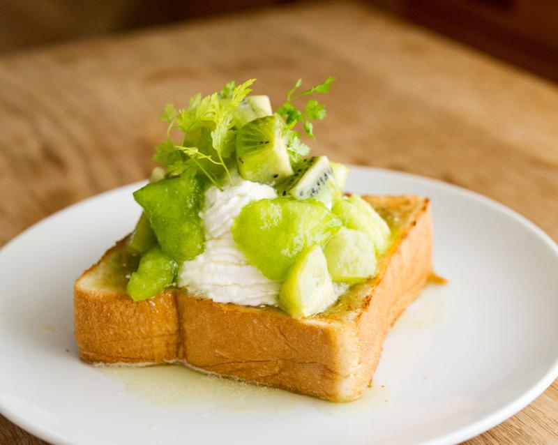 旬の果物のフレッシュジャム生トースト