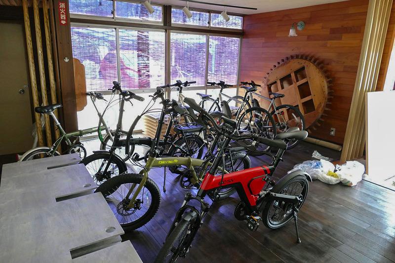 e-bikeのレンタルサービスも行なっています。料金は2,500円から。また、富士宮市が首都圏シティセールス推進事業として実施するガイド付き富士山ツアーも検討中です。清水氏が特別に参加させてもらったツアーで、予備バッテリーを持って安心して行けるヒルクライムですね
