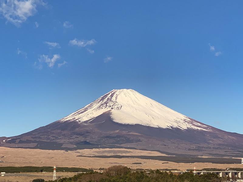 静岡県側から見た富士山。写真は1月のものですが、日本一高い山ですから、ちょっと上のほうは夏でも涼しいハズ!