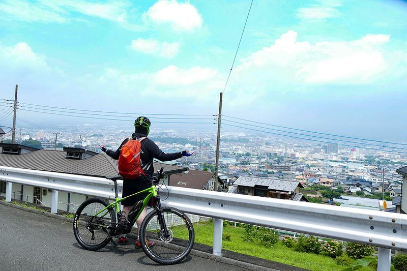 南下して高台へ。快晴だと富士山とともに富士宮市街を一望できるポイントです。でもちょっとガスってしまってスッキリしない眺望でした
