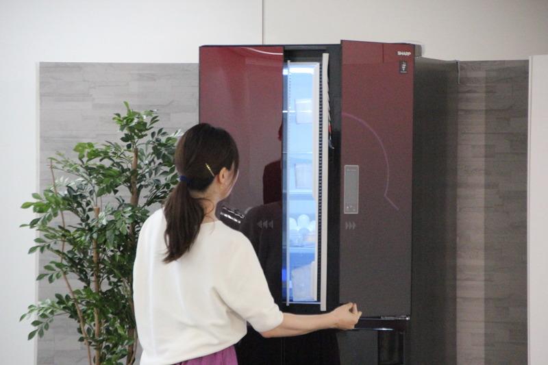 冷蔵庫のドアを開けたときに音声で洗濯終了を知らせてくれる「機器連携」