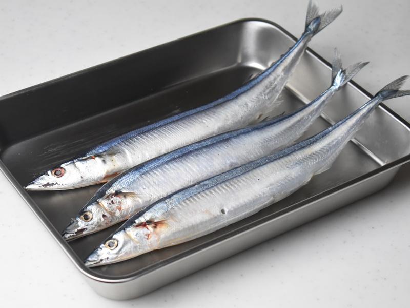 塩焼き、煮物など用途に合わせてワタを取り除く