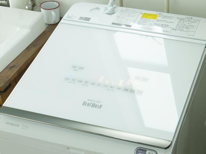 縦型洗濯乾燥機のトップはフラットなデザイン