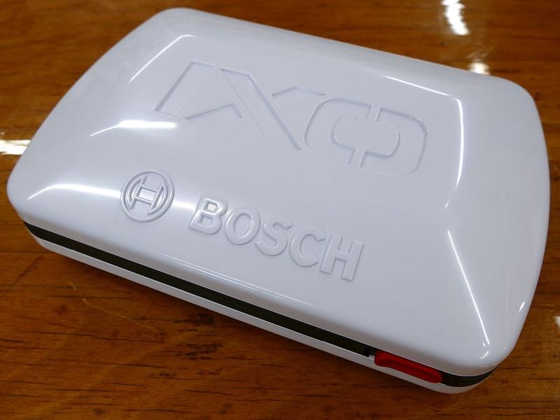 どれが一番売れていますか? という質問に対して「現在はIXO 5型です」との即答が。写真はそのケースで、最新型となる5型は凹まない樹脂ケースになりました。ちなみにIXO(アイ・エックス・オー)シリーズは、2003年に世界で初めてリチウムイオンバッテリーを搭載して発売されたハンディな電動工具で、シリーズの世界累計販売台数はなんと1,700万台以上(2018年調査)。世界で最も多く販売されている電動工具シリーズです