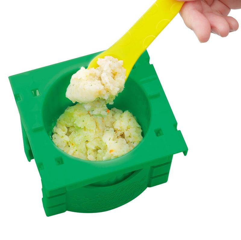 「じゃがりっ粉」に、約90度のお湯を170cc注いで混ぜると、ふわふわの「マッシュじゃがりこ」になる