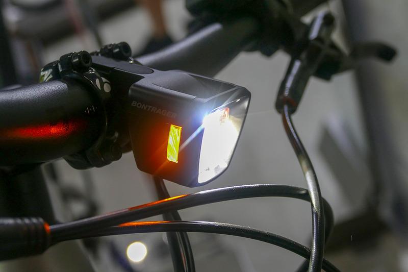 バッテリー給電の自動点灯式ライト