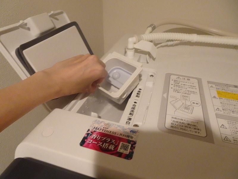 洗剤の投入口は本体上部の左側手前に。柔軟剤用のケースは取り外して手軽にお手入れできる