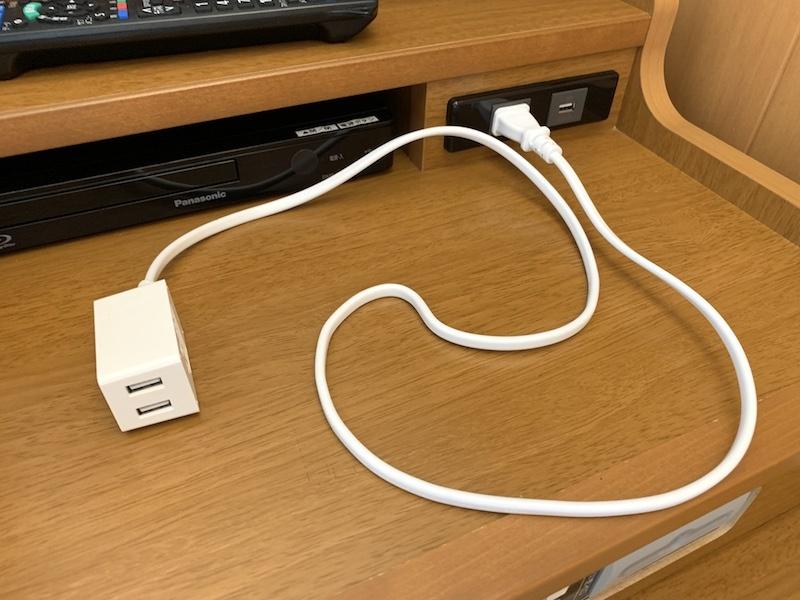 ドン・キホーテで買った「コードがなが~いUSB充電器」。1m、2m、3mの3種類あります。出力は2.4A