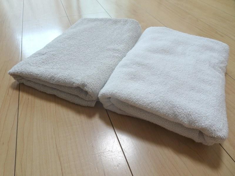 室内干し(左)との比較。折り目部分に注目してみると、パイルが倒れずにやわらかく乾いていることがわかる