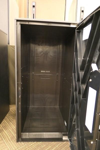 内部は約4cm高くなっているので、雨などの際も安心