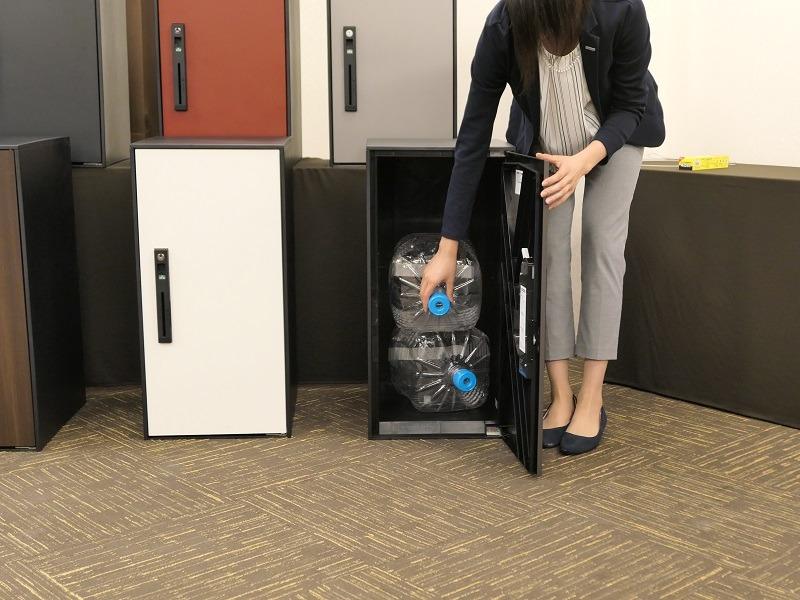 ラージサイズは、ウォーターサーバーのボトルを2つ重ねて入れられる
