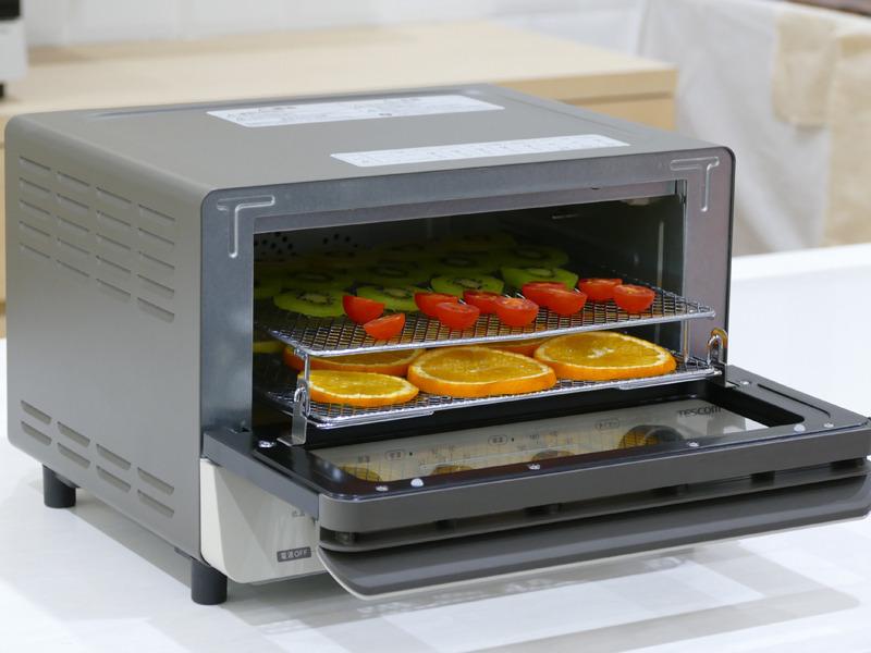 あし付き網が付属し、ドライフルーツなどは2段調理可能