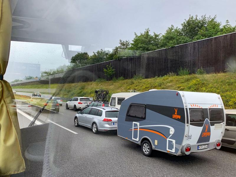 夏のヨーロッパはキャンピングカーで渋滞することもあるほど、キャンピングカーによるレジャーが盛んです