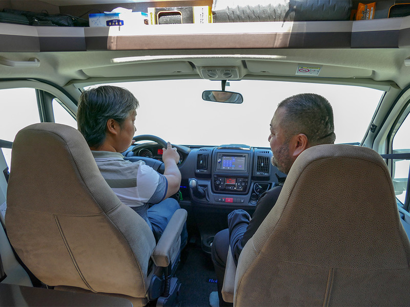 運転席も助手席も余裕アリ。走行中の静音性も高いので、後部にいるほかのe-bike部員とのコミュニケーションも問題ありません