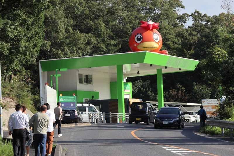 岐阜県多治見市にある株式会社エネファント。屋上のキャラクターは、多治見市のマスコット「うなかっぱ」
