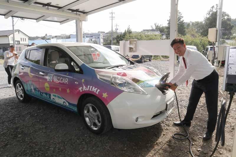 株式会社エネファントを率いる磯﨑 顕三社長。働こCARの考案者だ