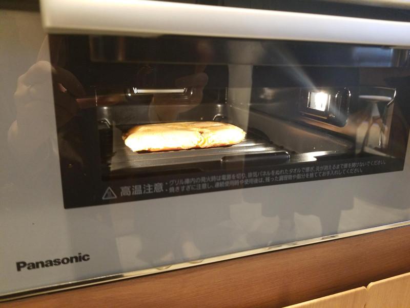 庫内LED灯で調理中の様子がわかる