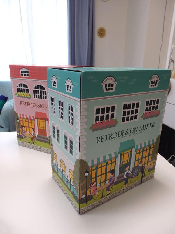 カフェを描いたパッケージ。店頭で見つけにくいときにはこの箱を目安にするといい