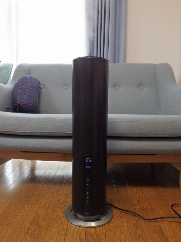 「MONONICS イルミネーションタワー加湿器」価格:7,980円(税抜)カラーはブラックのみ