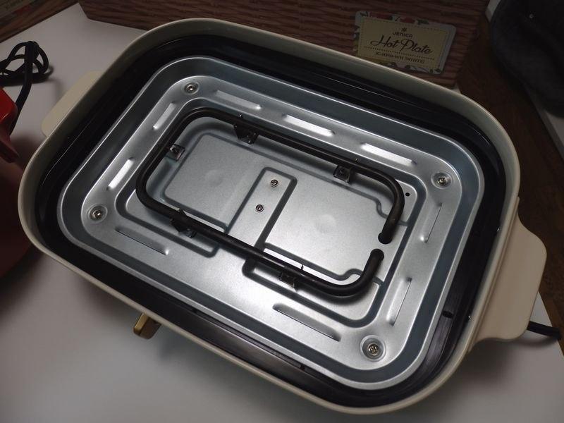 ヒーターが中央部にくるりと配置されているため、温度ムラがある。特にたこ焼きの際には注意が必要