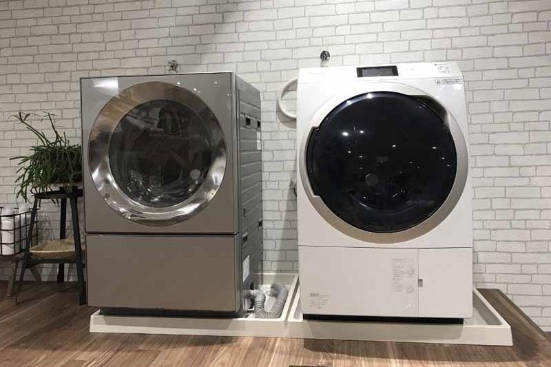 ななめドラム洗濯乾燥機のNA-VG2400(左)とNA-VX900A(右)