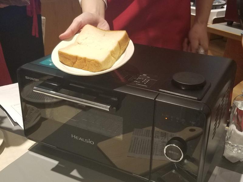 食パンに焼き目をつけずにふんわりと温められる「ふわふわモード(弱)」を新たに搭載