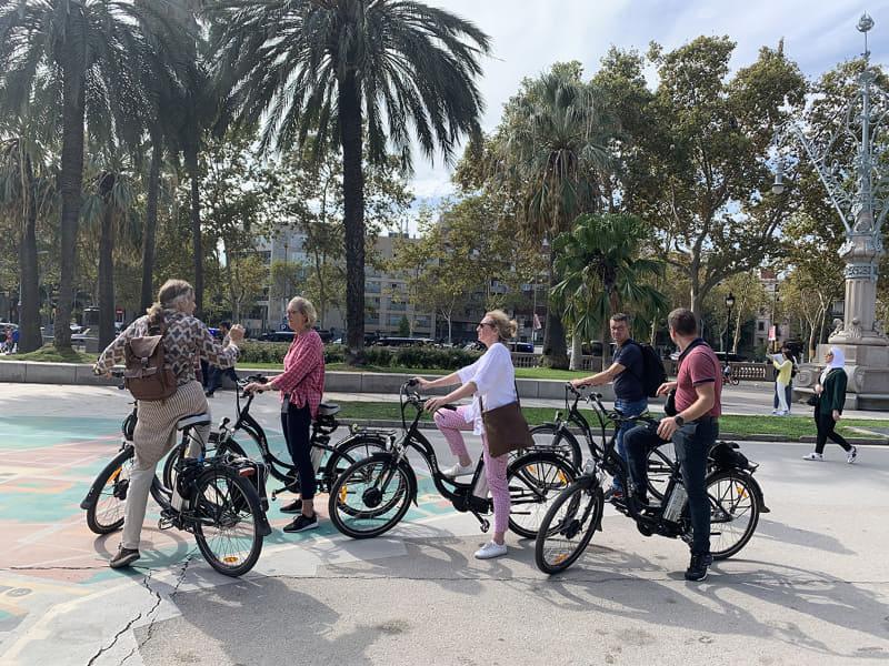 都市部のガイドツアーではe-bikeが大活躍というかスタンダード
