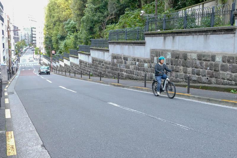 普段はあえて通ろうと思わない坂道もe-bikeならラクラクなので、交通量もこのとおり