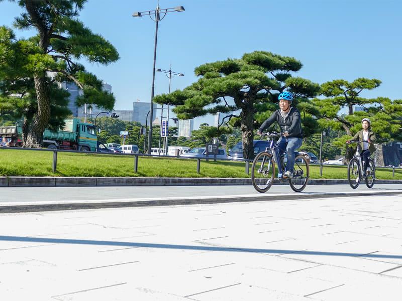 新しい東京を発見するサイクリングへ