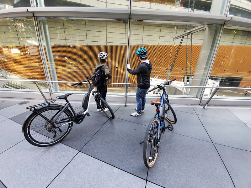 気軽に乗り降りできるので、e-bikeをちょっと押して見物に行こうという気になるのも、新しい感覚です