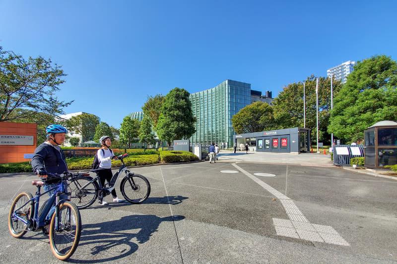都心の美術館巡りにe-bikeを使ってみるというアイデアもあります。上野や六本木界隈のこじんまりとした美術館は、徒歩だと意外に遠いうえに坂があることも多いのでe-bike散歩が一番