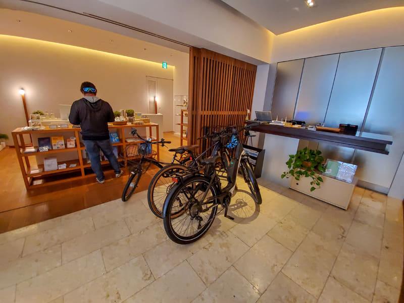 シマノが運営するカフェだけあって自転車の持ち込み可能。鍵も不要