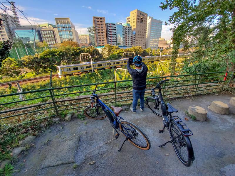 撮り鉄しか知らないであろう、都心の秘境スポットにも自転車と徒歩で簡単にアクセスできます