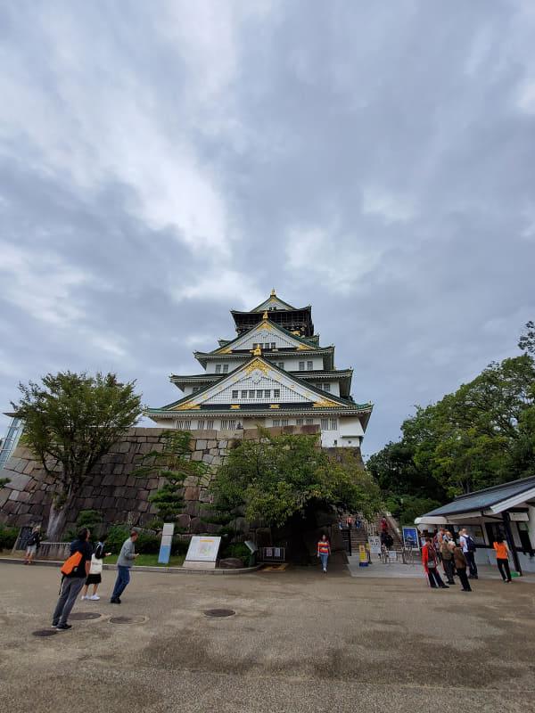 「Galaxy S10+」で撮影した大阪城。超広角カメラが楽しい