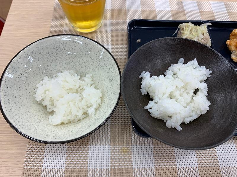 「冷凍ご飯」メニューで炊いたごはん(左)と、「白米」メニューで炊いたごはん