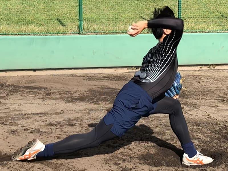 着用して投げるだけで、投球において重要となる動きや細かい投球動作などの特徴を即時に抽出・評価可能