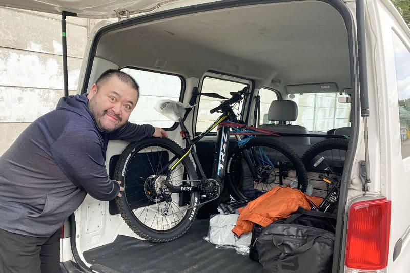 商用バンをレンタルしてトランスポーターとして使用。このクルマを「移動する拠点」として活用し、秋のe-bike観光をすることにしました