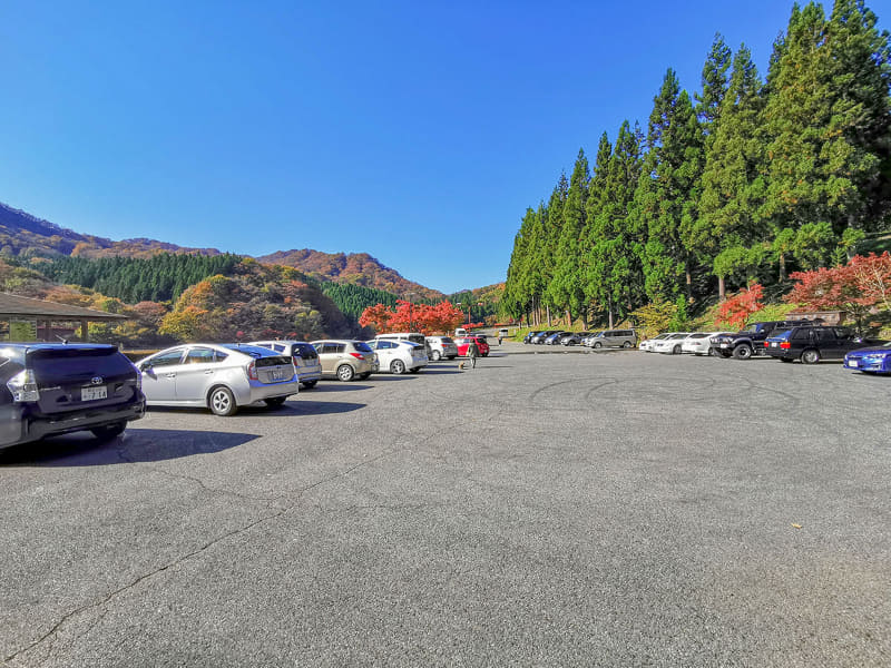 午前中なのに、碓氷湖駐車場には観光のクルマがたくさん。平日なのにこの様子だと、土日祝日は混むんでしょう