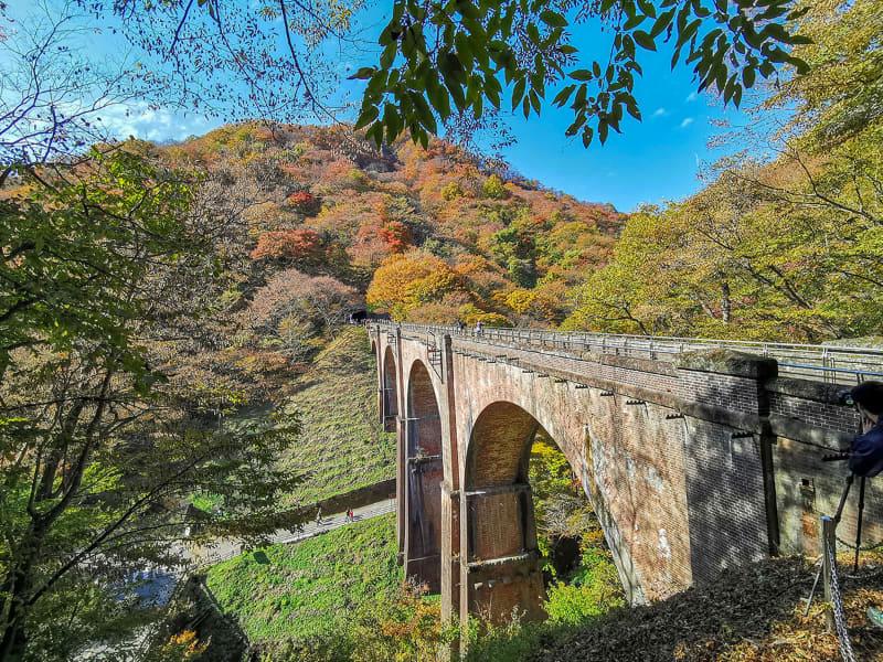 こんな位置からめがね橋を眺めることもできます。いや〜~しかしデカい橋。レンガ造りってのもスゴい!
