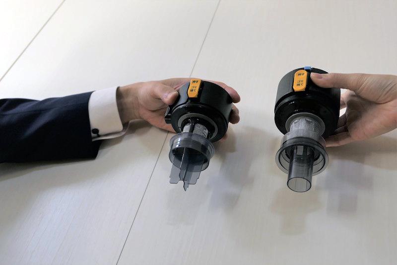 左が新製品、右がARシリーズ。ダストカップの円筒部分の形状を変更。これにより、ダストカップは小さくなったものの集じんするゴミの量はARシリーズと同等だ