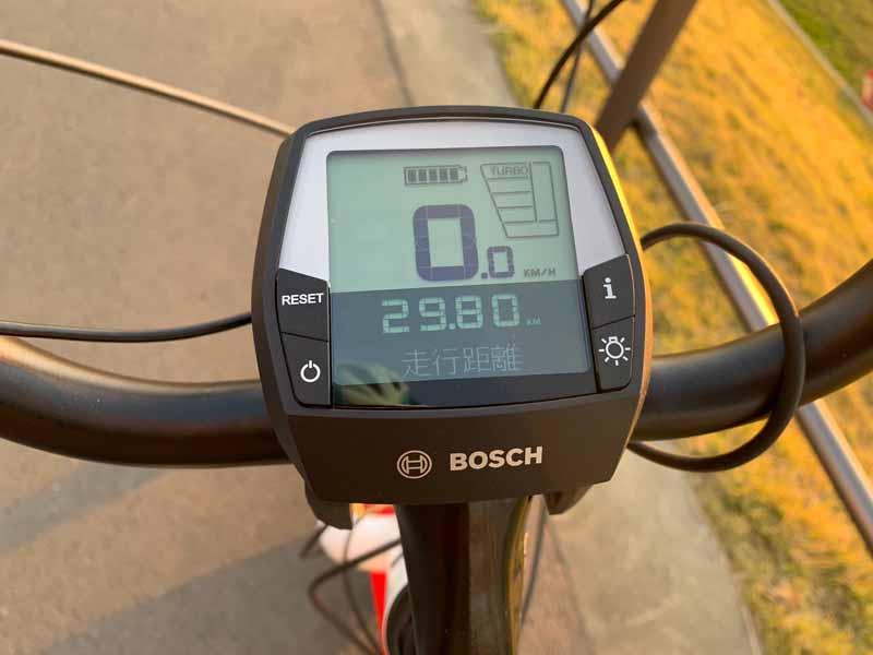 ディスプレイには走行距離、平均速度などが表示されます
