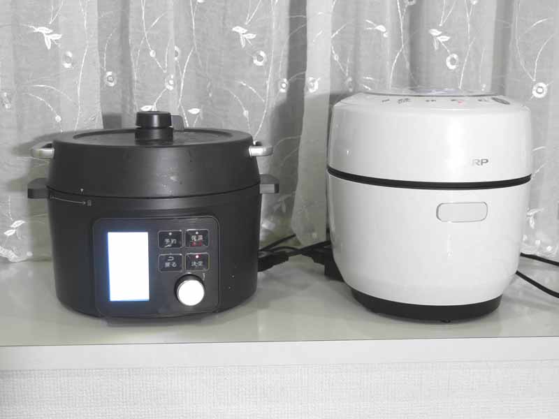小容量のシャープ「ヘルシオ ホットクック KN-HW10E」とアイリスオーヤマ「電気圧力鍋 KPC-MA2」